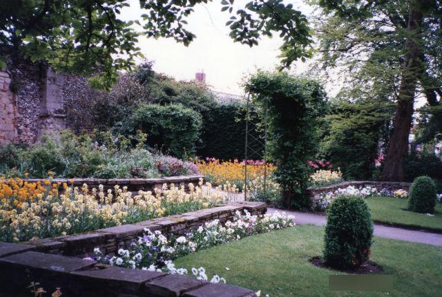 サフォーク・ベリーセントエドマンズアビーガーデン(Bury St Edmunds Abbey Gardens)