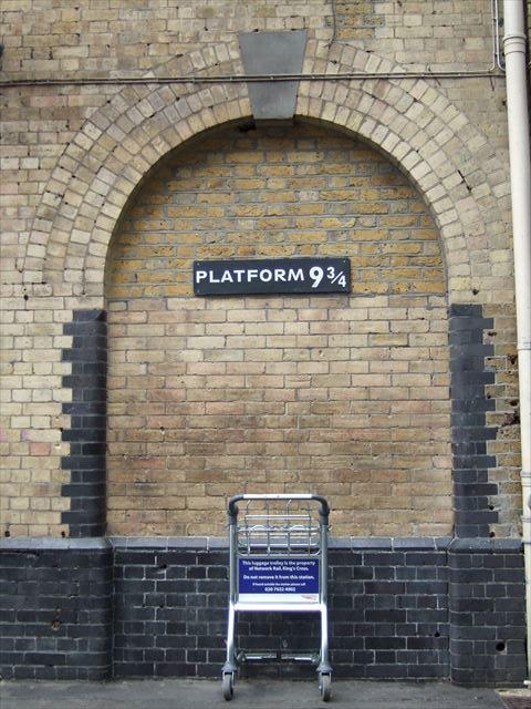 ロンドンキングスクロス駅・ハリーポッタープラットホーム9と4分の3