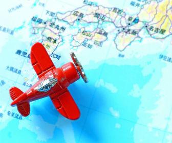 飛行機と日本地図