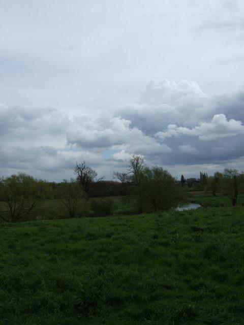 イギリス・ケンブリッジ・5月初頭のグランチェスターの雨雲